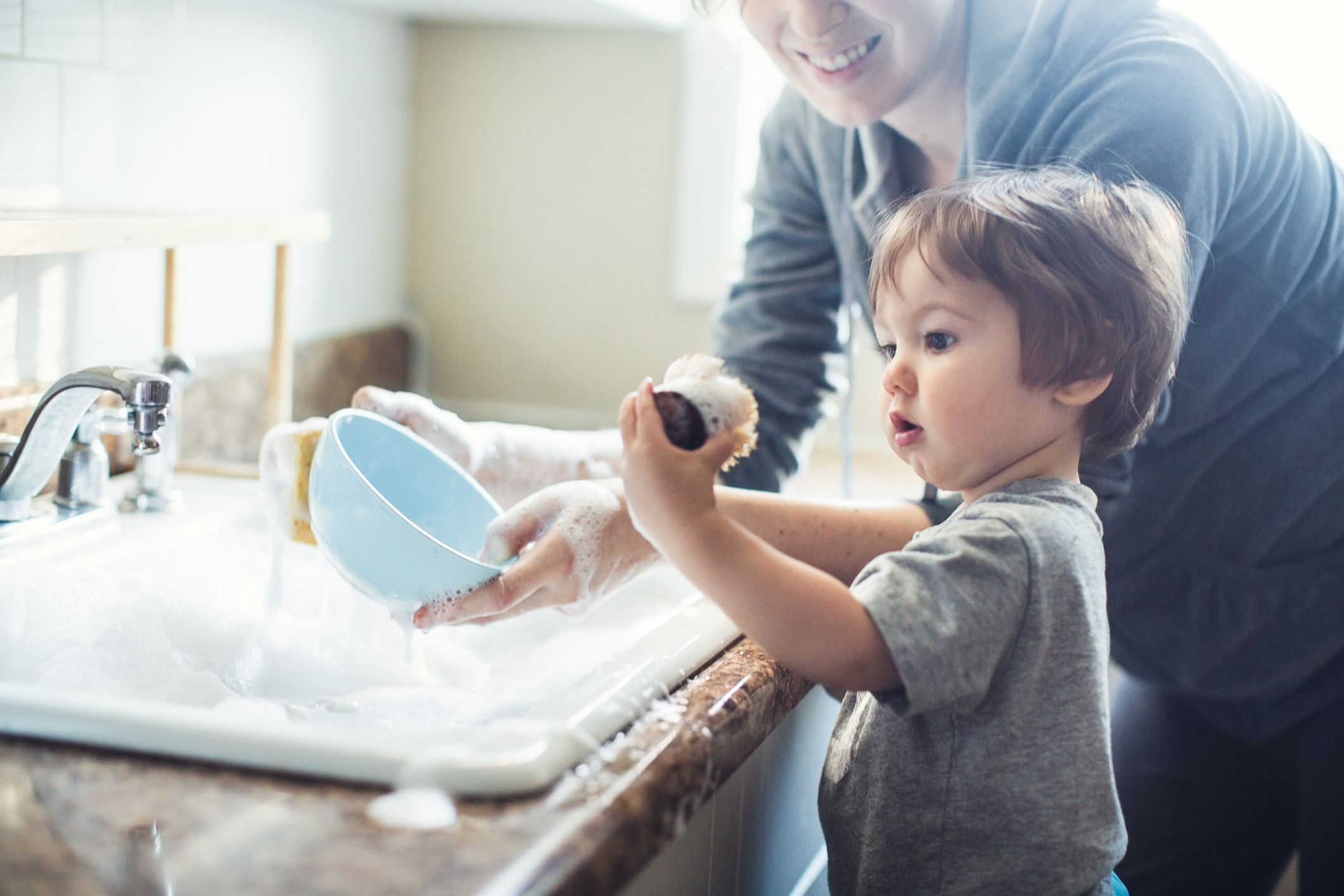 Baby-Dish-Washing-159317010_2122x1415-compressor-1