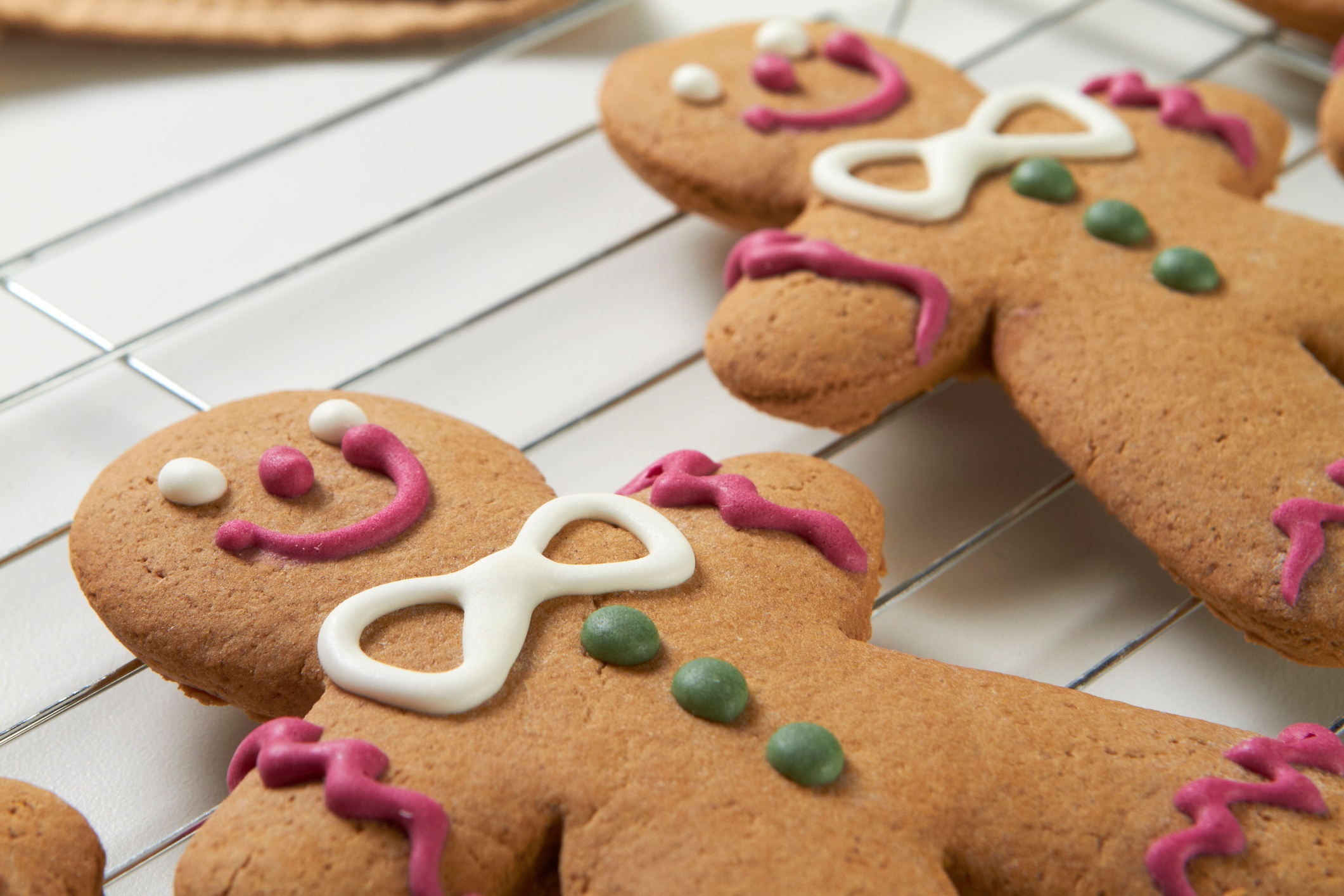 Gingerbread-cookie-on-a-cooling-rack-182424978_2125x1416.jpeg