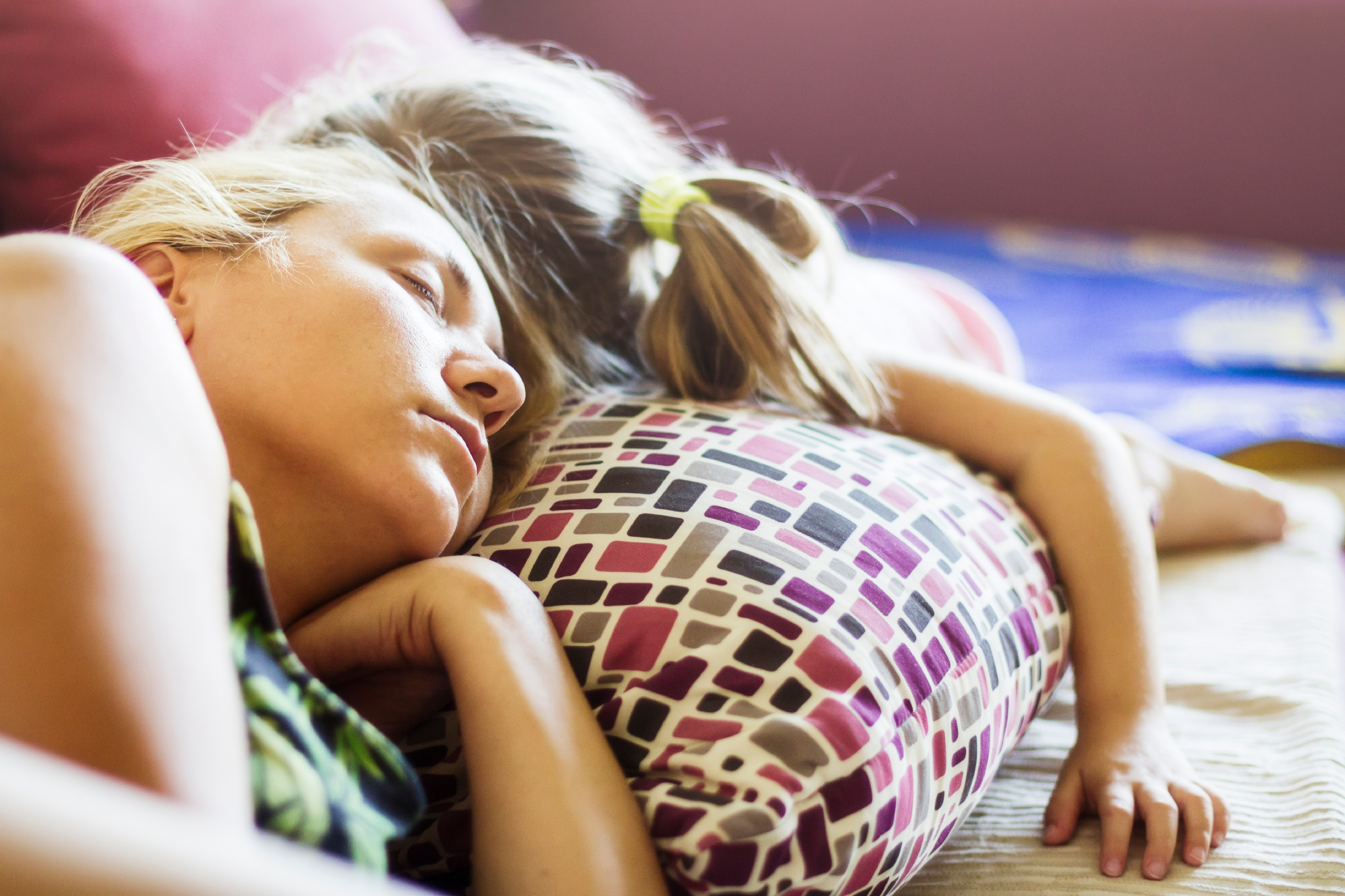 Mother-and-daughter-sleeping-on-pillow-together-000069243185_Large.jpg