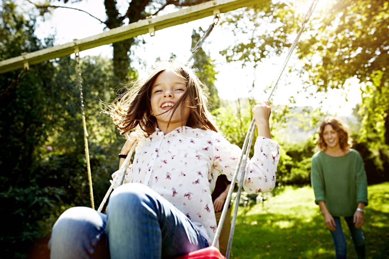 Conflict turned to win-win, mother takes her daughter to the park