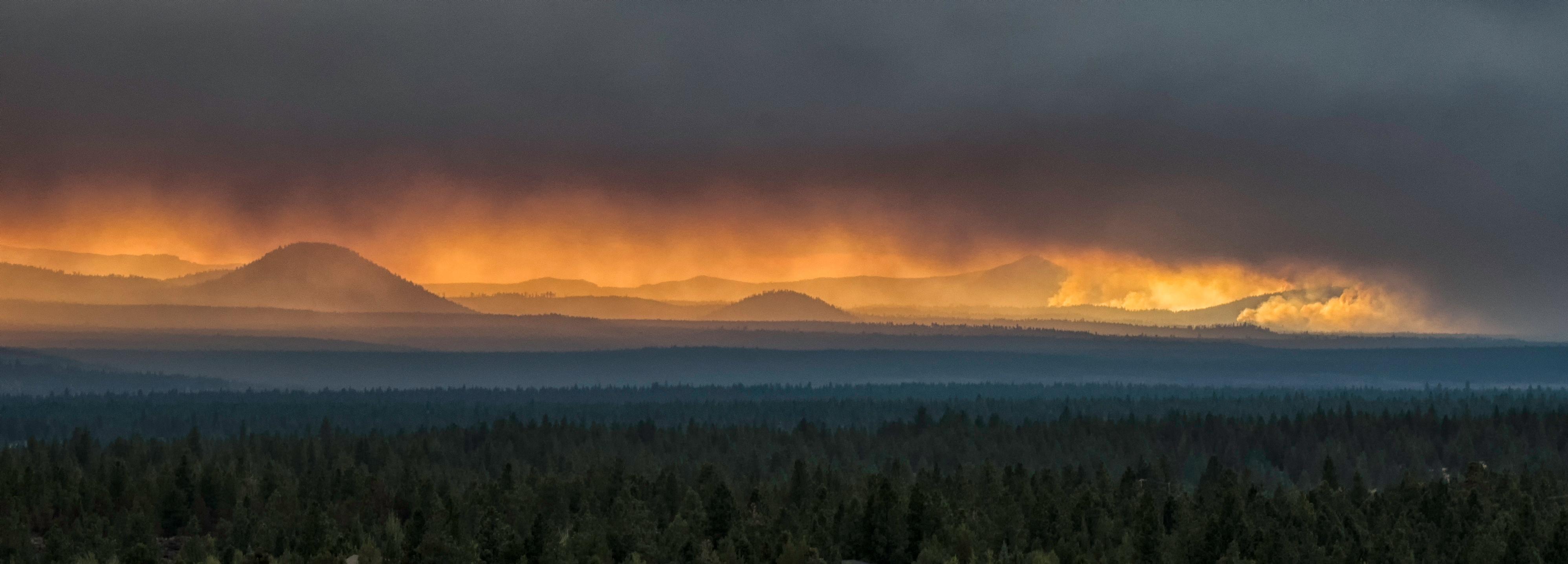 Smoke-over-Cascades-threatens-eclipse-view-835516902_3991x1436.jpeg