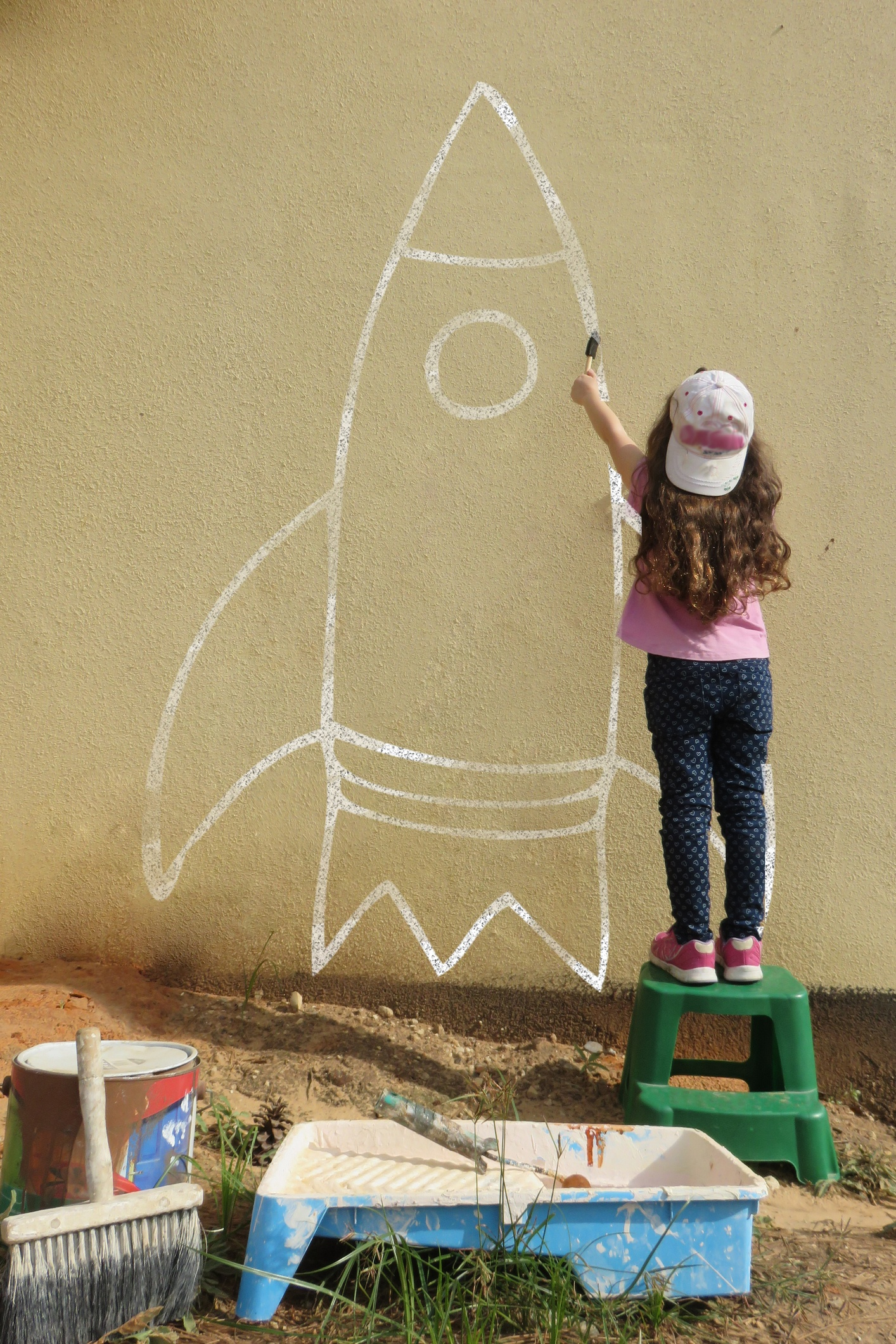 Little girl painting her dream