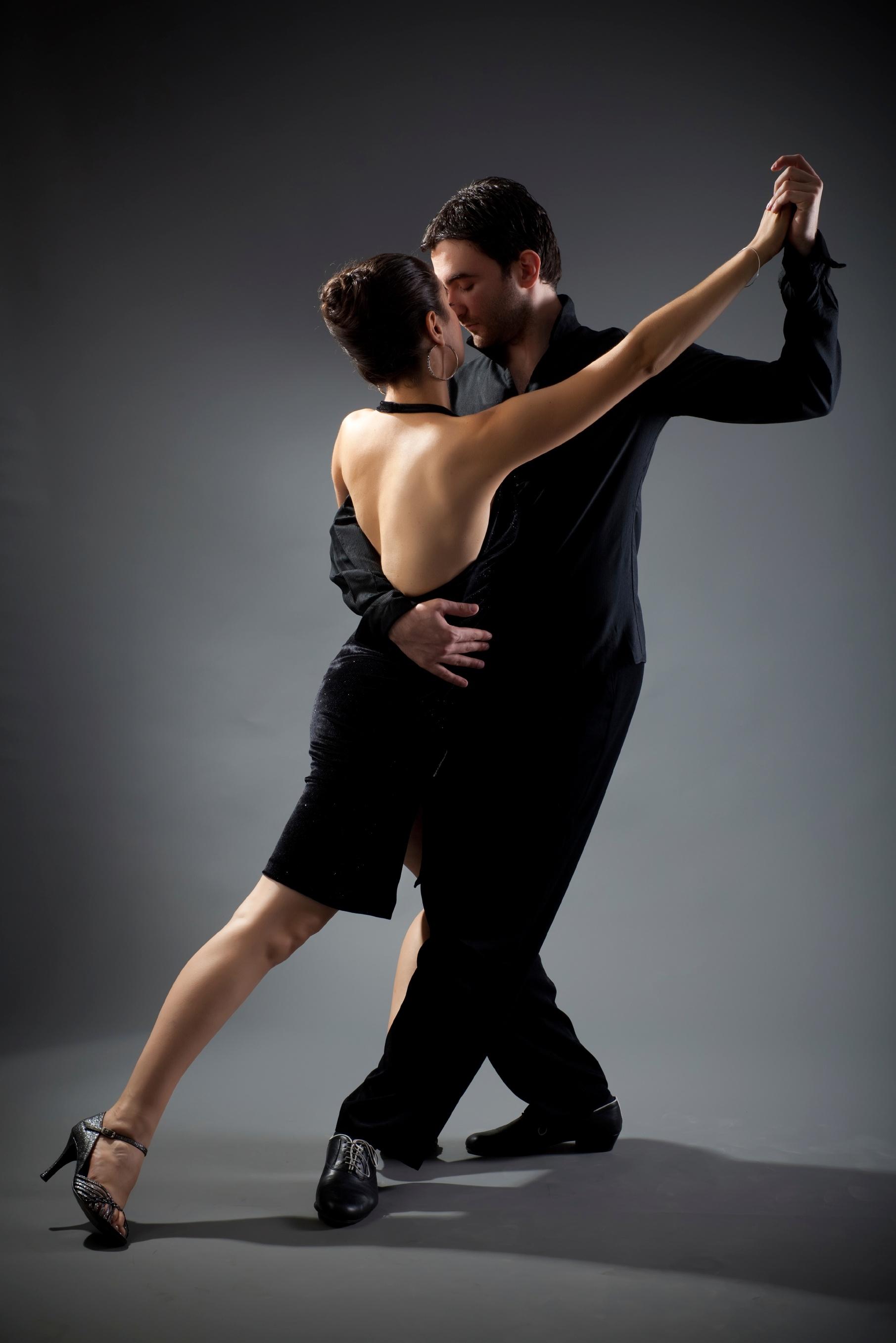 Tango-couple-dancing-000014371299_Large.jpg