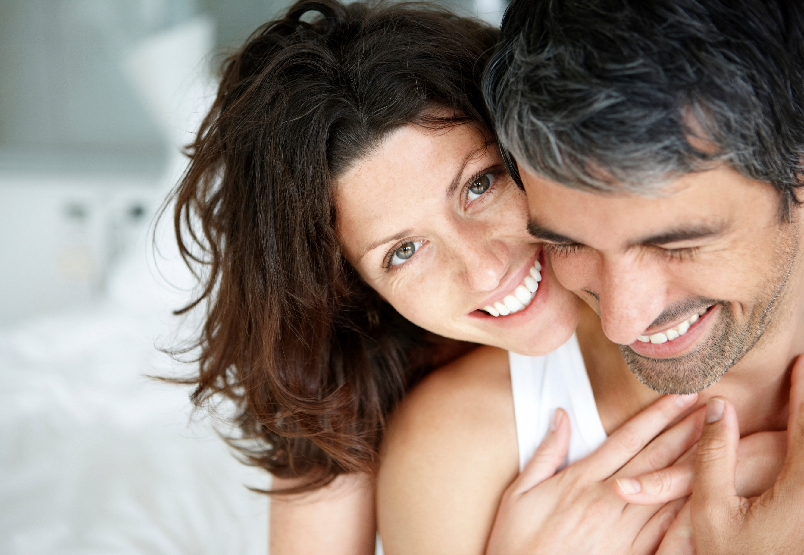 Young_Couple_close_up-1.jpg